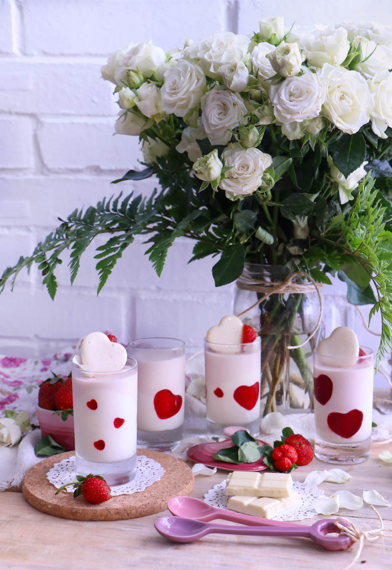mousse de chocolate blanco y fresas