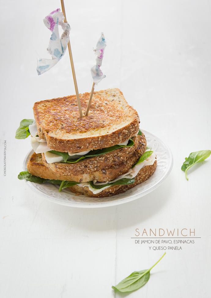 Sandwich de Jamón de Pavo, Espinacas y Queso Panela
