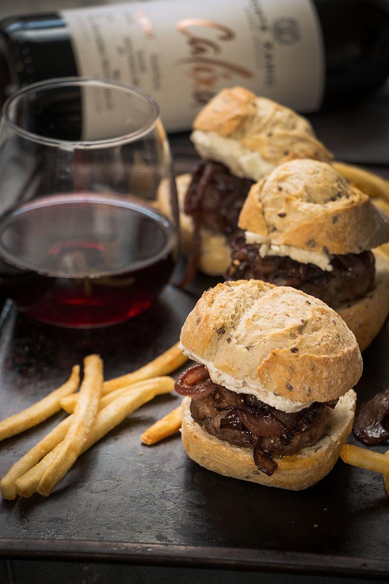 Hamburguesas con cebollas al vino tinto-3