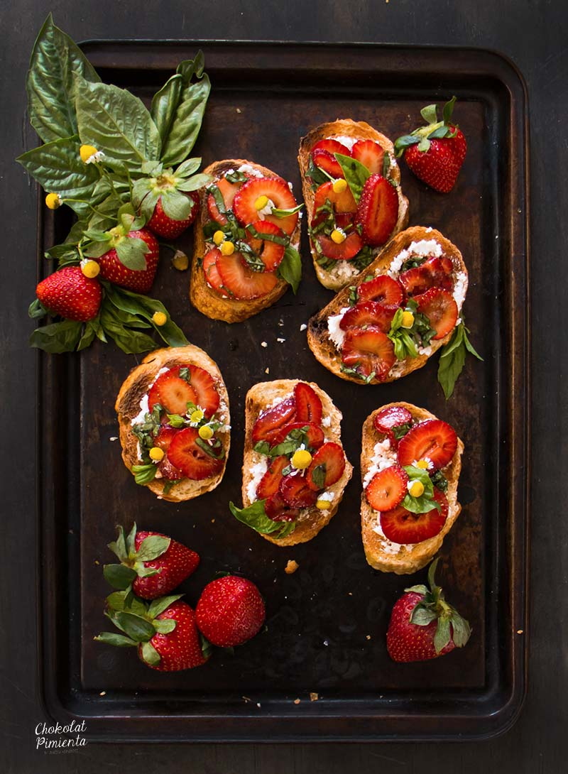 bruschettas de fresas y vinagre balsamico-1 copy
